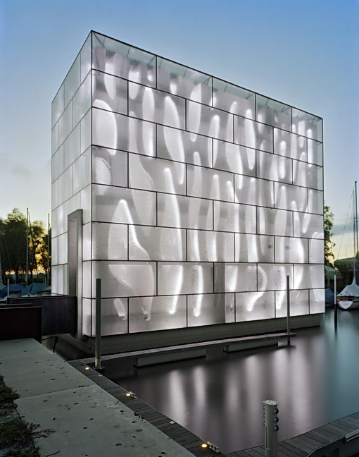 Humorous Structural Glass : Mai nordwesthaus on lake constance austria