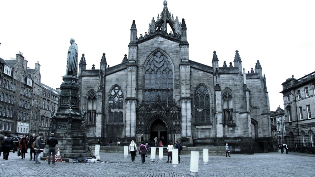 Tangible Orchestra - interactive installation at Royal mile, Edinburgh - © Rebecca Gischel and Sebastian Walter